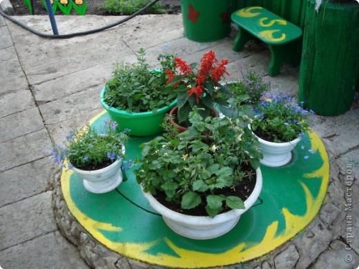 Мы с мамой очень любим работать в саду и огороде. А чтобы было весело и интересно придумываем разные штучки и создаем сказку! это наш сказочный домик для домовенка, сделанный из настоящего улья! фото 5