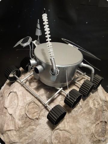 Запоздало выкладываю наш луноход, который был сделан ко Дню космонавтики на конкурс.   Конечно, мастер-класс - это в первую очередь то,  что ты сделал уже не один раз и в чем преуспел, но очень хочется рассказать, как мы делали нашу луну и луноход.  фото 1