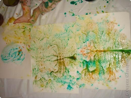 художества,рисуем каляки и сгибаем листочек,потом разворачиваем фото 1