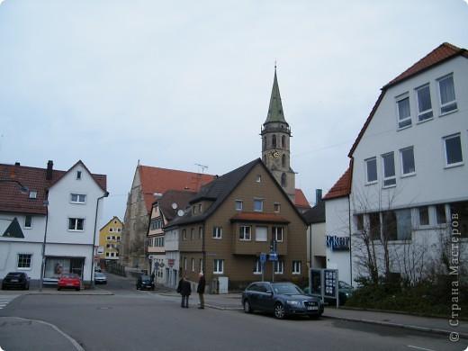 Из  Википедии: Шорндорф (нем. Schorndorf) — город в Германии, районный центр, расположен в земле Баден-Вюртемберг. Подчинён административному округу Штутгарт. Входит в состав района Ремс-Мур. Население составляет 39 196 человек (на 31 декабря 2006 года). Занимает площадь 56,86 км². Город подразделяется на 7 городских районов. фото 2