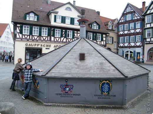 Из  Википедии: Шорндорф (нем. Schorndorf) — город в Германии, районный центр, расположен в земле Баден-Вюртемберг. Подчинён административному округу Штутгарт. Входит в состав района Ремс-Мур. Население составляет 39 196 человек (на 31 декабря 2006 года). Занимает площадь 56,86 км². Город подразделяется на 7 городских районов. фото 4