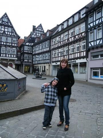 Из  Википедии: Шорндорф (нем. Schorndorf) — город в Германии, районный центр, расположен в земле Баден-Вюртемберг. Подчинён административному округу Штутгарт. Входит в состав района Ремс-Мур. Население составляет 39 196 человек (на 31 декабря 2006 года). Занимает площадь 56,86 км². Город подразделяется на 7 городских районов. фото 5