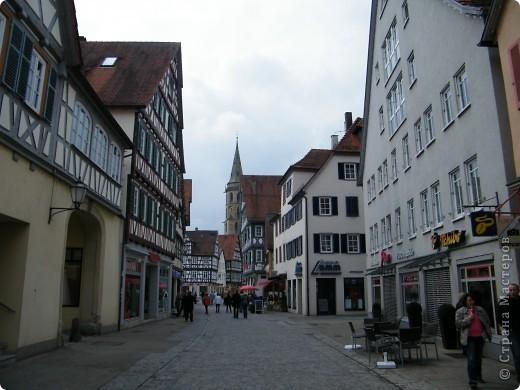 Из  Википедии: Шорндорф (нем. Schorndorf) — город в Германии, районный центр, расположен в земле Баден-Вюртемберг. Подчинён административному округу Штутгарт. Входит в состав района Ремс-Мур. Население составляет 39 196 человек (на 31 декабря 2006 года). Занимает площадь 56,86 км². Город подразделяется на 7 городских районов. фото 6