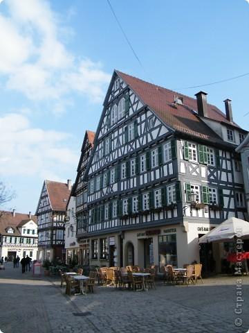 Из  Википедии: Шорндорф (нем. Schorndorf) — город в Германии, районный центр, расположен в земле Баден-Вюртемберг. Подчинён административному округу Штутгарт. Входит в состав района Ремс-Мур. Население составляет 39 196 человек (на 31 декабря 2006 года). Занимает площадь 56,86 км². Город подразделяется на 7 городских районов. фото 12