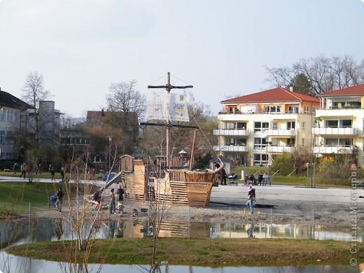 Из  Википедии: Шорндорф (нем. Schorndorf) — город в Германии, районный центр, расположен в земле Баден-Вюртемберг. Подчинён административному округу Штутгарт. Входит в состав района Ремс-Мур. Население составляет 39 196 человек (на 31 декабря 2006 года). Занимает площадь 56,86 км². Город подразделяется на 7 городских районов. фото 17