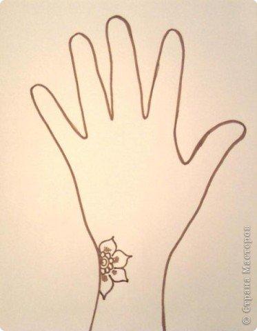 Я вижу вы за скучали изучая только одни элементы, тогда давайте по рисуем. Я буду рисовать карандашом, ну а вы соответственно хной. Сейчас модно разрисовывать не всю руку, а какую-то её часть, от запястья к указательному или к среднему или к безымянному пальцу, на ваш выбор. И так начнём! фото 3