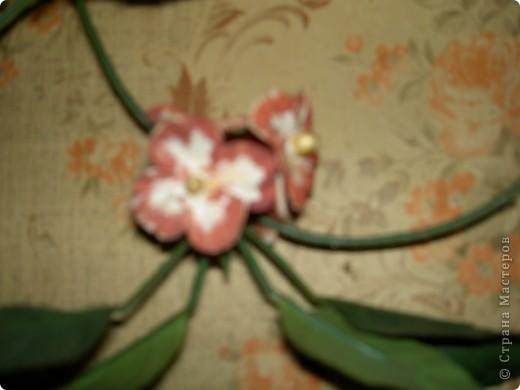 Была на стене просто зеленая веточка. Скушная такая. Слепила ей цветочки чтоб повеселей было. Мне понравилось фото 3