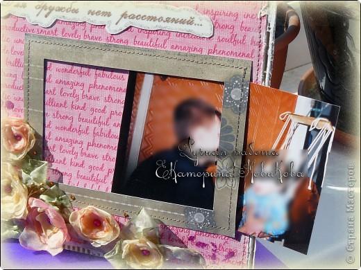 Вот такую рамочку сделала на заказ.Попросили что-то вроде открытки с фотографией,оставить на память друзьям (семья уезжает навсегда в другую страну).Долго я крутила-вертела в руках бумагу и поняла,что открытка как-то не получается.Решила сделать рамочку на стену.Основа-коробочный картон,по краям оборванный и слегка покрашенный белым акрилом. фото 6