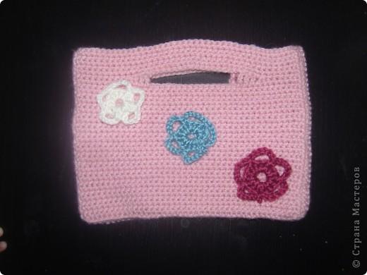 по образцу вязала сумочку, а в итоге по размерам получилась косметичка)))
