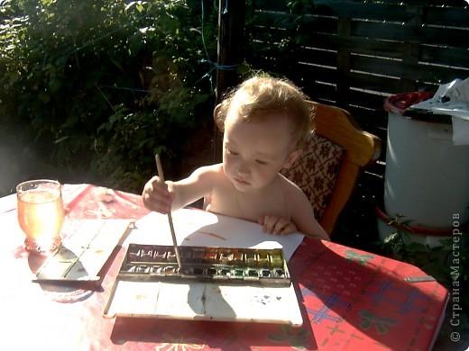 Это Викуля в 1,5 года рисует акварелью. С чувством! фото 2