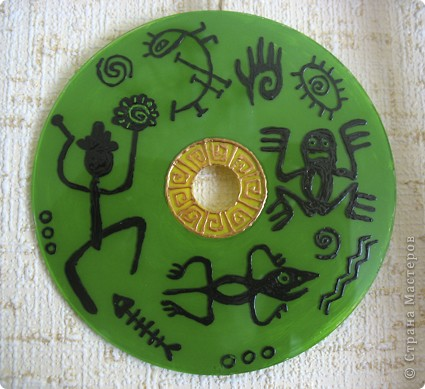 Нашла красивые ветки, туго связала их джутовой нитью и повесила на гвоздик) Внутрь можно вешать что угодно, у меня были ранее расписанные сд-диски, их и повесила) фото 5