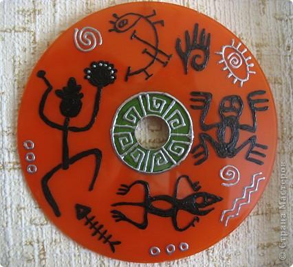 Нашла красивые ветки, туго связала их джутовой нитью и повесила на гвоздик) Внутрь можно вешать что угодно, у меня были ранее расписанные сд-диски, их и повесила) фото 4
