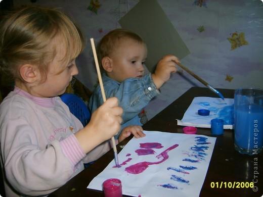 Это Викуля в 1,5 года рисует акварелью. С чувством! фото 4