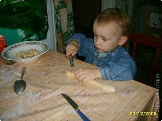 Это Викуля в 1,5 года рисует акварелью. С чувством! фото 7