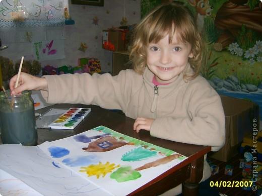 Это Викуля в 1,5 года рисует акварелью. С чувством! фото 12