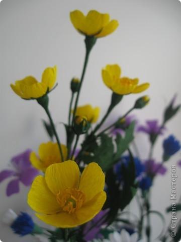 Сейчас мы пополним наш букет полевых цветов лютиками. фото 3