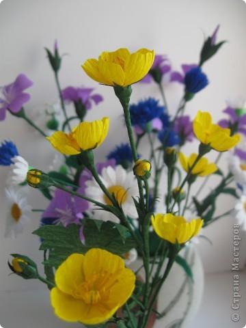 Сейчас мы пополним наш букет полевых цветов лютиками. фото 5