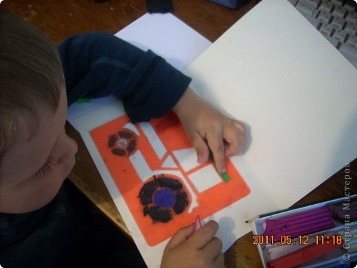 """Учимся рисовать пластилином.  Это работа моего младшего из мальчишек -) Старался всё делать сам, не смотря на всяческие мамины попытки """"помочь"""" ))) фото 3"""