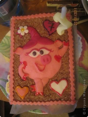 Этот тортик делала в подарок для племянницы. Внутри обычный муравейник, ну мне же главное полепить! фото 4