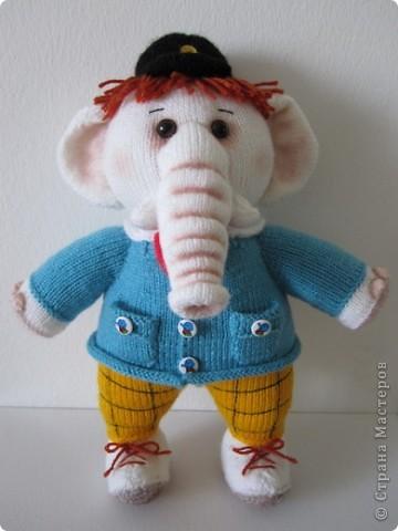"""Этот слоник был связан в рамках игры """"Матрешка"""" на Сатилине. Спасибо Марине-Marishal за толкование и Надежде-Марморина за компанию!!! Фотографировала впопыхах, т.к. слон был сразу подарен маленькой девочке. Как обычно я внесла в оформление игрушки свои коррективы: сделала тонировку, добавила волосы,  фото 1"""