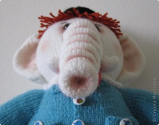 """Этот слоник был связан в рамках игры """"Матрешка"""" на Сатилине. Спасибо Марине-Marishal за толкование и Надежде-Марморина за компанию!!! Фотографировала впопыхах, т.к. слон был сразу подарен маленькой девочке. Как обычно я внесла в оформление игрушки свои коррективы: сделала тонировку, добавила волосы,  фото 6"""