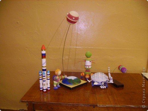 """Кружок """"Ромашка """" готовился ко дню космонавтики. Модели, которые мы сделали к 50-летию полета Ю.А. Гагарина фото 1"""