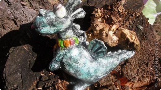 Как то весной зашел к нам в гости знакомый, сидел долго, я ему свои поделки показала и он сказал , что они у меня все очень добрые и заказал себе дракона, т. к. он их коллекционирует, потому что по гороскопу-дракон.  фото 6