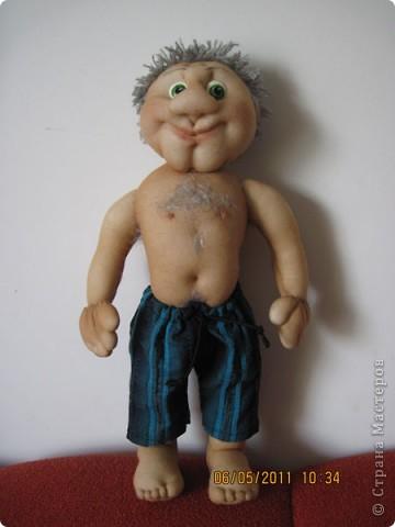 С большим удовольствием делала эту куклу. Вася сделан в подарок. На рубашке у него есть кармашек, а там баксы. фото 2