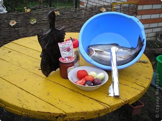 Мы  очень любим это вкусное блюдо, делаем на все праздники, рыба получается сытная, пахнет дымком. Пальчики оближешь. Делается очень бысто. Это коронное блюдо моего папы. Именно эту рыбку мы ели на мое день рождение. Приятного аппетита!  фото 2
