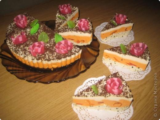 """загорелась идеей сделать тортик из мыла, столько красивых идей находила в интернете... и вот мой самый первый тортик из детского мыла. на весь торт ушло 3 куска детского мыла, молока примерно 300-400мл, 3 ложки персикового масла, эфирное масло апельсин, ну и мыло """"дуру"""" и """"палмолив"""" фото 2"""
