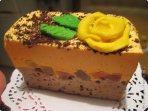 """загорелась идеей сделать тортик из мыла, столько красивых идей находила в интернете... и вот мой самый первый тортик из детского мыла. на весь торт ушло 3 куска детского мыла, молока примерно 300-400мл, 3 ложки персикового масла, эфирное масло апельсин, ну и мыло """"дуру"""" и """"палмолив"""" фото 4"""
