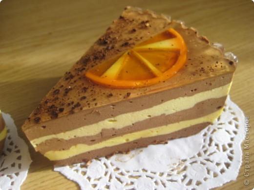 """загорелась идеей сделать тортик из мыла, столько красивых идей находила в интернете... и вот мой самый первый тортик из детского мыла. на весь торт ушло 3 куска детского мыла, молока примерно 300-400мл, 3 ложки персикового масла, эфирное масло апельсин, ну и мыло """"дуру"""" и """"палмолив"""" фото 7"""