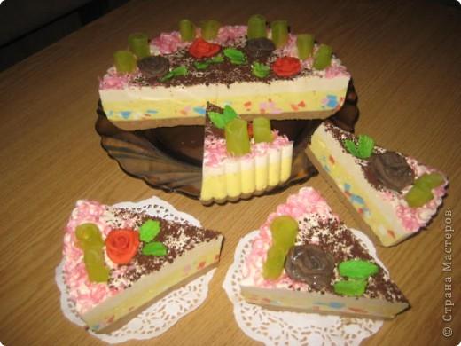 """загорелась идеей сделать тортик из мыла, столько красивых идей находила в интернете... и вот мой самый первый тортик из детского мыла. на весь торт ушло 3 куска детского мыла, молока примерно 300-400мл, 3 ложки персикового масла, эфирное масло апельсин, ну и мыло """"дуру"""" и """"палмолив"""" фото 12"""