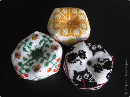 Очень понравилось вышивать такие штучки. Надо будет потом и себе такую вышить, эти были на подарок маме, сестре и невестке. фото 2