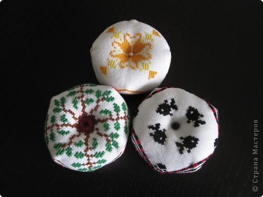 Очень понравилось вышивать такие штучки. Надо будет потом и себе такую вышить, эти были на подарок маме, сестре и невестке. фото 3