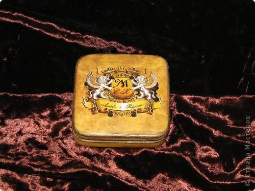 Свадебная шкатулка для колец с семейным гербом фото 1