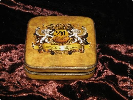 Свадебная шкатулка для колец с семейным гербом фото 2