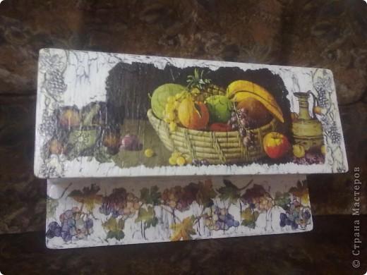 Это старая полочка была куплена еще за 5 рублей , не приделала еще крючки так как не подобрала , но домашним всем понравилась . фото 1