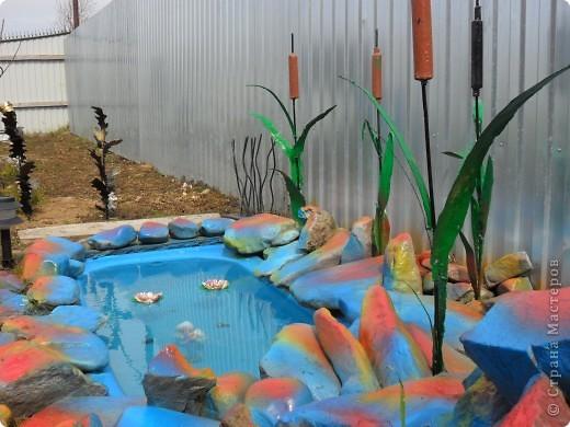 Это наш водоём-фонтан преобразился после зимы. Камни покрасили компрессором. А было вот так http://stranamasterov.ru/node/90071 фото 2