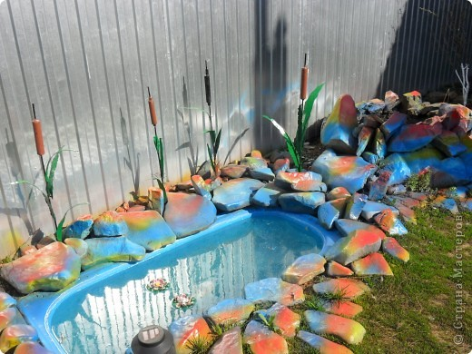 Это наш водоём-фонтан преобразился после зимы. Камни покрасили компрессором. А было вот так http://stranamasterov.ru/node/90071 фото 1