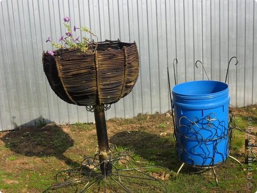 Это наш водоём-фонтан преобразился после зимы. Камни покрасили компрессором. А было вот так http://stranamasterov.ru/node/90071 фото 9
