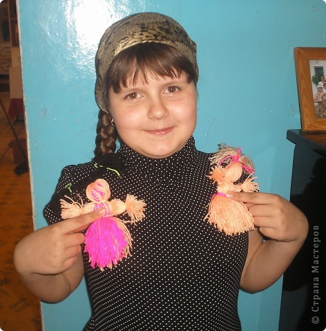 Сделали с ребятами из ниток человечков-девочек и мальчиков. Дети остались очень довольны результатом своей работы.Все унисли домой. фото 7