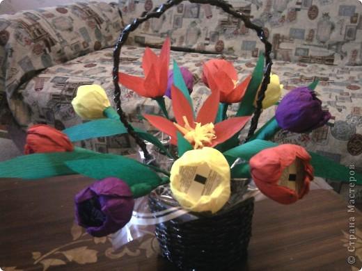 Внутри цветков конфеты фото 1