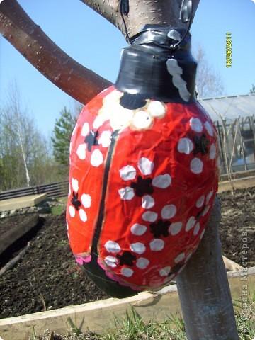 божья коровка из пластиковой бутылки........полетит в сад , на дерево........... фото 9
