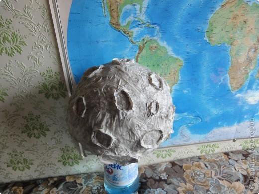 Запоздало выкладываю наш луноход, который был сделан ко Дню космонавтики на конкурс.   Конечно, мастер-класс - это в первую очередь то,  что ты сделал уже не один раз и в чем преуспел, но очень хочется рассказать, как мы делали нашу луну и луноход.  фото 14
