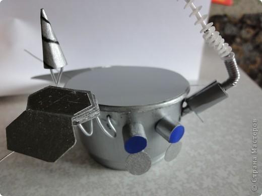 Запоздало выкладываю наш луноход, который был сделан ко Дню космонавтики на конкурс.   Конечно, мастер-класс - это в первую очередь то,  что ты сделал уже не один раз и в чем преуспел, но очень хочется рассказать, как мы делали нашу луну и луноход.  фото 21
