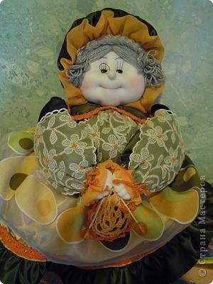 Баба на чайнике. Сшита из ткани с отделкой из вязания крючком и тесьмой.Лицо выполнено по МК Ликма. фото 1