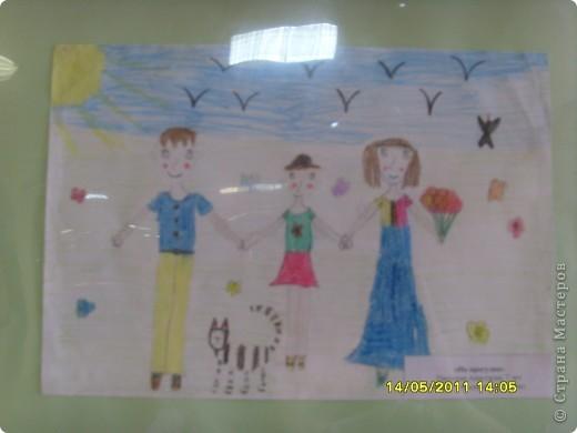 """14 мая наш благотворительный фонд """"Вера, Надежда, Любовь""""  провел выставку рисунков детей с ограниченными возможностями здоровья, посвященную Дню семьи """" Я+Моя семья=Мой мир"""" фото 11"""