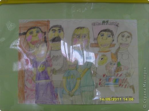"""14 мая наш благотворительный фонд """"Вера, Надежда, Любовь""""  провел выставку рисунков детей с ограниченными возможностями здоровья, посвященную Дню семьи """" Я+Моя семья=Мой мир"""" фото 8"""