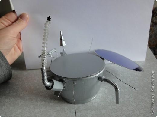 Запоздало выкладываю наш луноход, который был сделан ко Дню космонавтики на конкурс.   Конечно, мастер-класс - это в первую очередь то,  что ты сделал уже не один раз и в чем преуспел, но очень хочется рассказать, как мы делали нашу луну и луноход.  фото 25